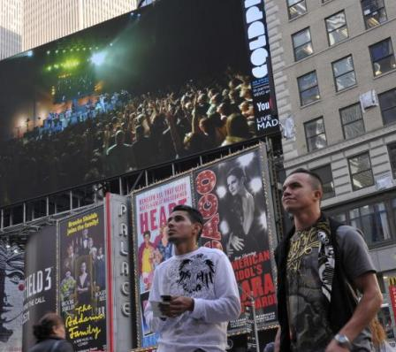 YouTube - Coldplay - Digital Domination - Times Square NYC